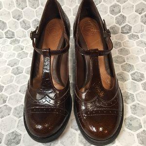 Nurture shoes size 7 M
